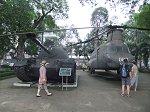 ベトナム戦争で使われた米軍の戦車や戦闘機が展示された博物館の前庭
