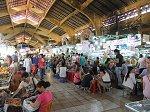 市場中央の飲食店街