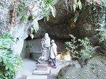 江ノ島鎌倉七福神の一である布袋の石像をまつる洞窟
