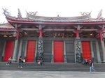 行天宮の前殿。前殿左右の扉から入場