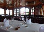 レストランも兼ねた船室
