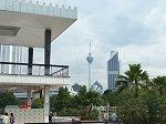マレーシアを代表する高さ421mのランドマークタワー「KLタワー」を望む