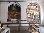 さまざまな種類の木工製品が所狭しと並んでいるお土産コーナー