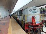 タンピン駅でのマレーシア国鉄(KTM)の急行列車。2時間14分の鉄道の旅です