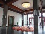 台湾から贈られた龍と鳳凰のカーペットが敷かれた広間