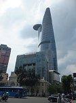ホーチミンで一番高い68階建の「ビテクスコ・フィナンシャルタワー」。49階に展望台「スカイデッキ」がある。○の部分はヘリポート。