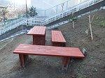 完成した裏庭のベンチ