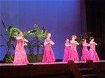 ゆったりしたハワイアン音楽の流れるフラダンス