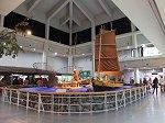 済州島固有の考古・民俗資料や動物、鉱・植物、海洋生物に関する資料を展示